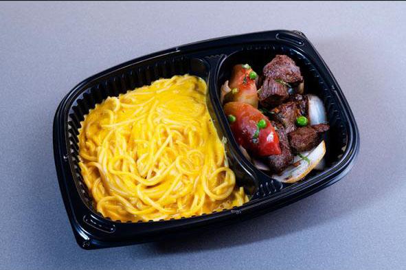 spaghetti huancaina con lomo saltado